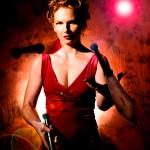 Miss Red KnifeJuggle